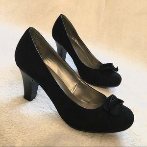 Madeline Stuart Black Classic Heels, Size 8.5